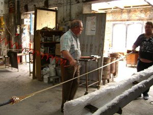 Pulling Glass Canes, Murano taly